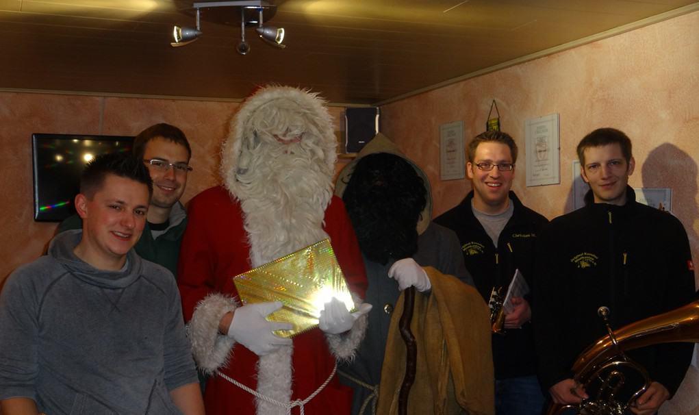 Der Nikolaus und seine OKM-Helfer 2015